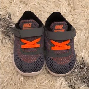 Nike free RN toddler gray shoes size 4